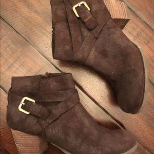 Women's size 8.5 faux suede crown vintage boots